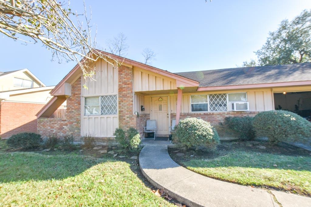 Photo of 214 E Edgebrook Drive  Houston  TX