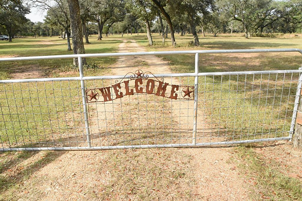 Photo of 1079 PVT 1051  Hallettsville  TX