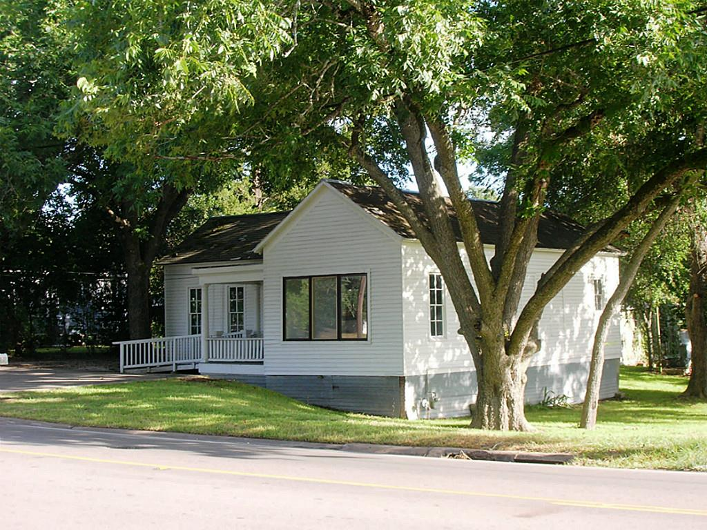 Photo of 227 W Main  Bellville  TX
