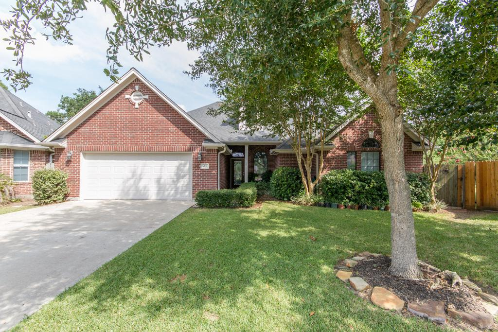 411 Friends Knoll Ln, one of homes for sale in Friendswood