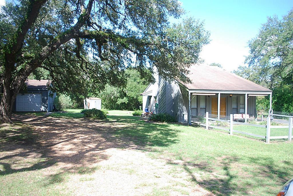 Photo of 1041 Live Oak  Weimar  TX