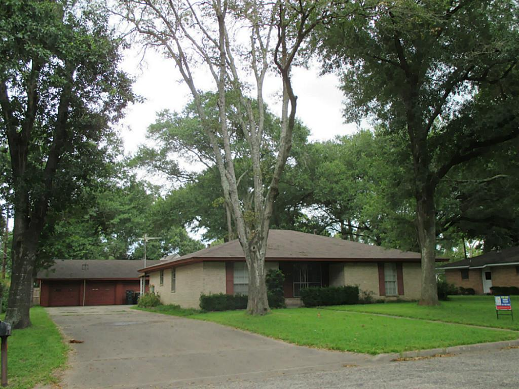 Photo of 813 N Fowlkes Street  Sealy  TX