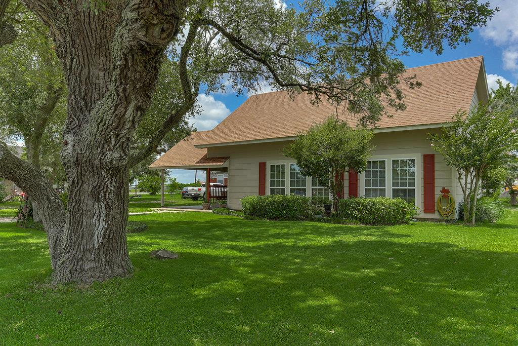 Photo of 504 Hackberry  Louise  TX