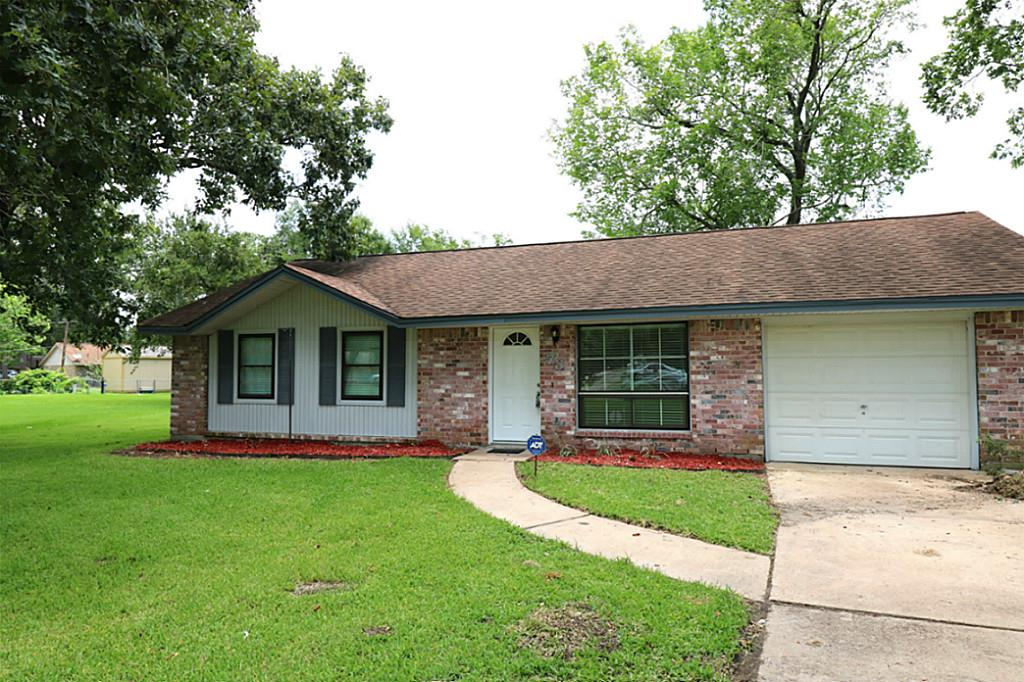 Photo of 73 Lazy Oak Court  Alvin  TX