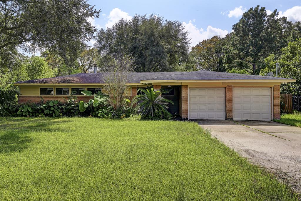 Photo of 2206 Shadybend Drive  Pearland  TX