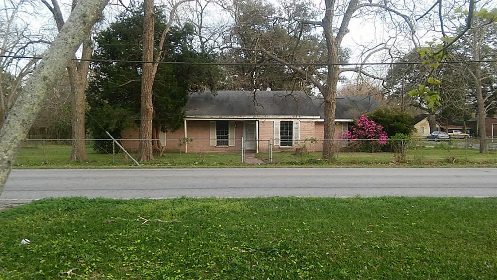 Photo of 402 E 2nd Street  Sweeny  TX