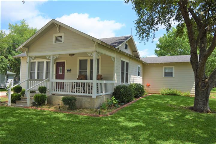 Photo of 113 E Hinton Road  Weimar  TX