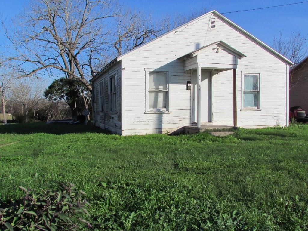 Photo of 107 Mulberry Street  Hallettsville  TX