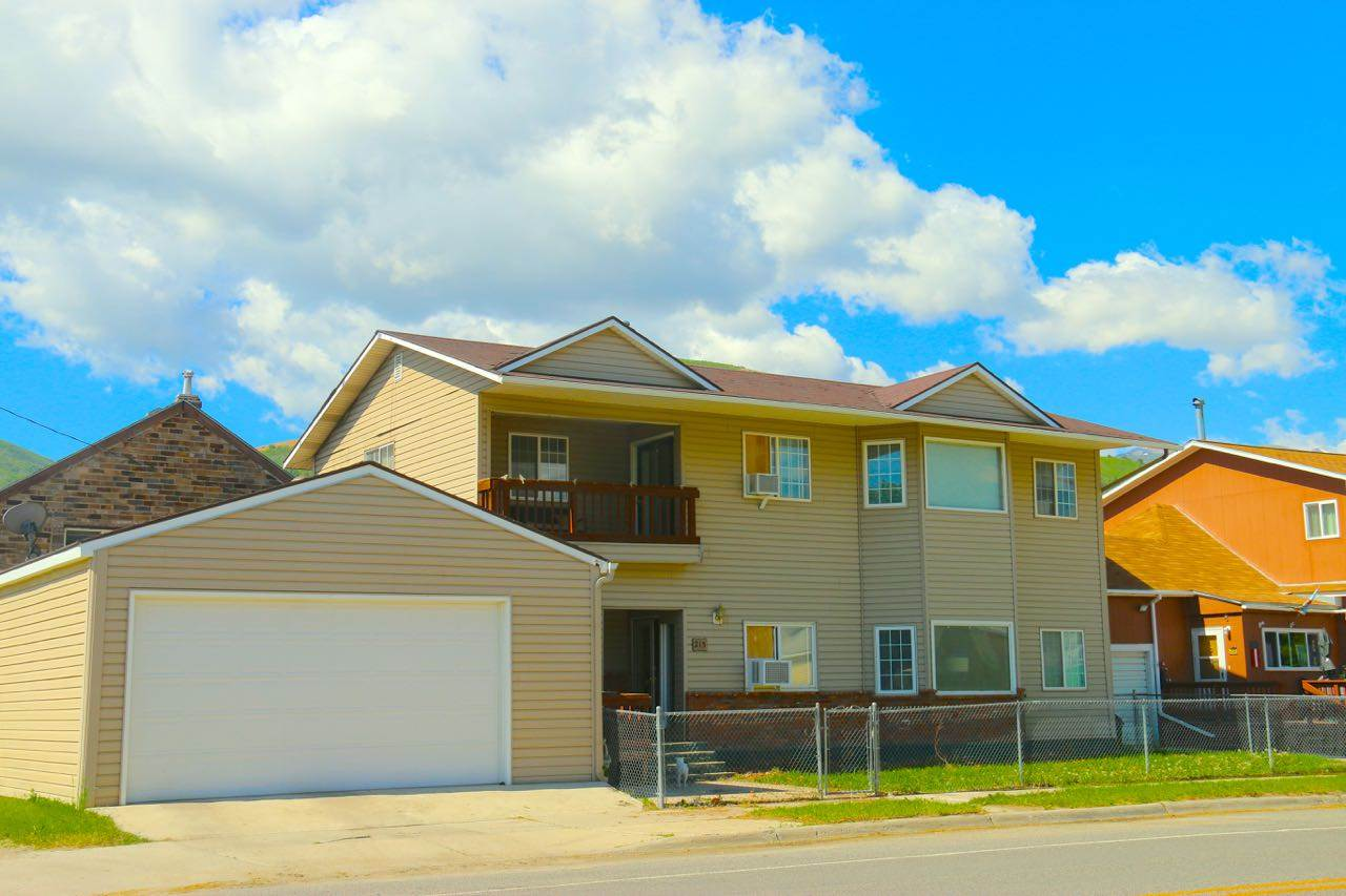 215 W 4th St, Anaconda, MT 59711