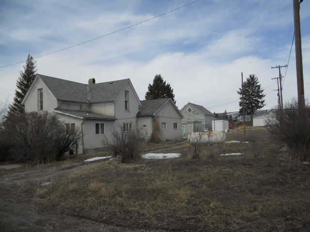 202 N Central Ave, White Sulphur Springs, MT 59645