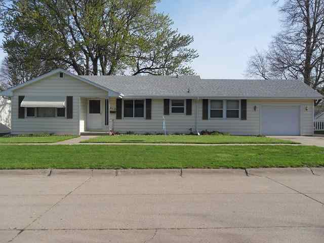 413 Sunset Dr, Hastings, NE 68901