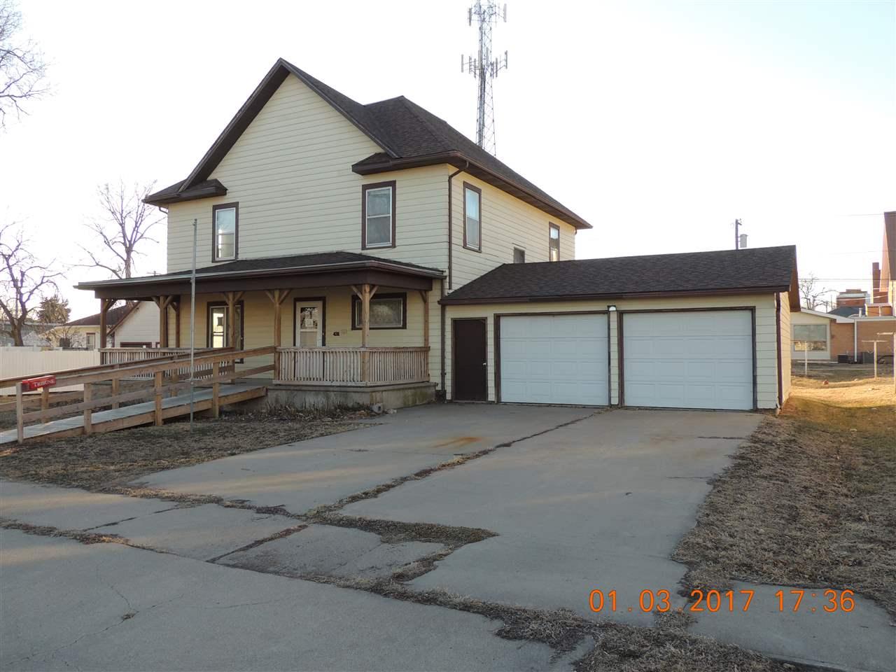 431 N Dakota St, Superior, NE 68978