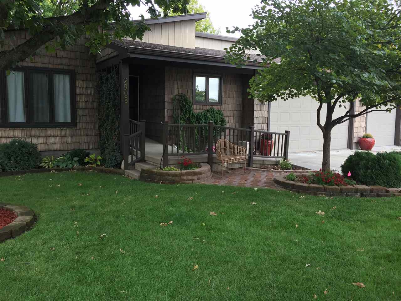 2908 Lakeview Cove, Hastings, Nebraska