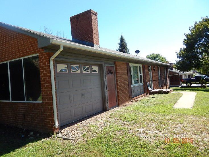 48 Stuart Ave, Stuarts Draft, VA 24477