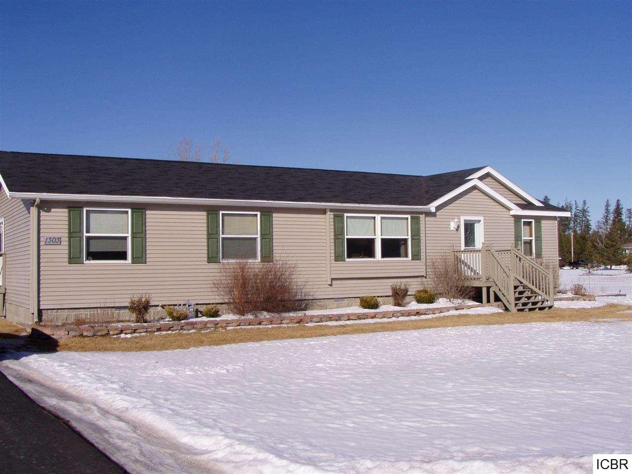 1303 Oakwood Dr, Deer River, MN 56636