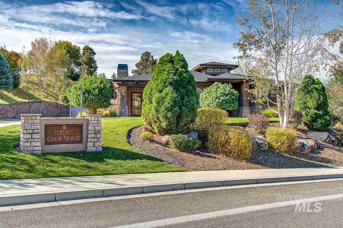 823 E Nature View Ct Boise, ID 83702