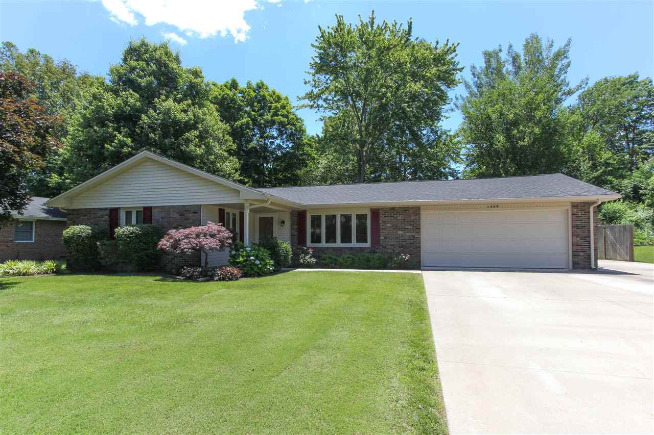 1009 Holly Dr, Seymour, IN 47274