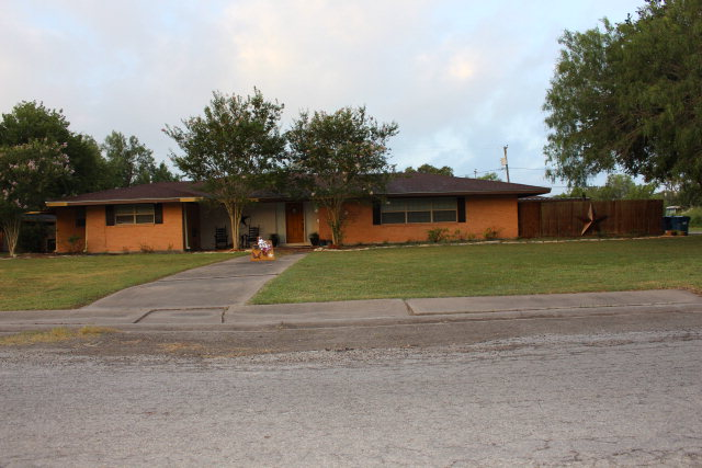 Photo of 704 E Joyce  Bishop  TX