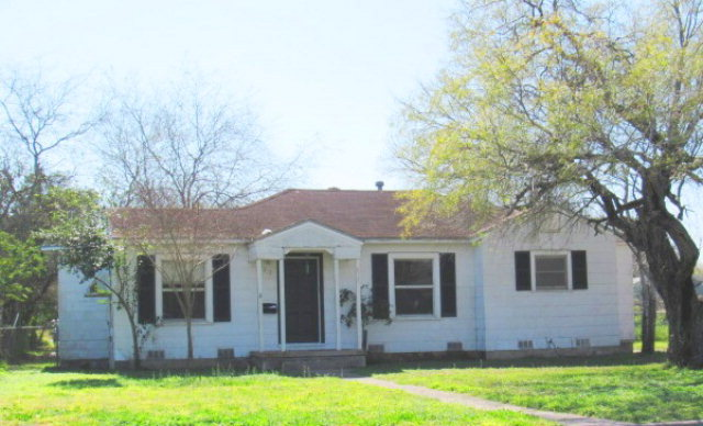 Photo of 813 E Caesar  Kingsville  TX
