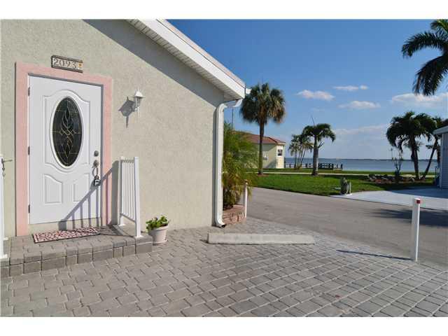 2093 Nettles Blvd, Jensen Beach, FL 34957