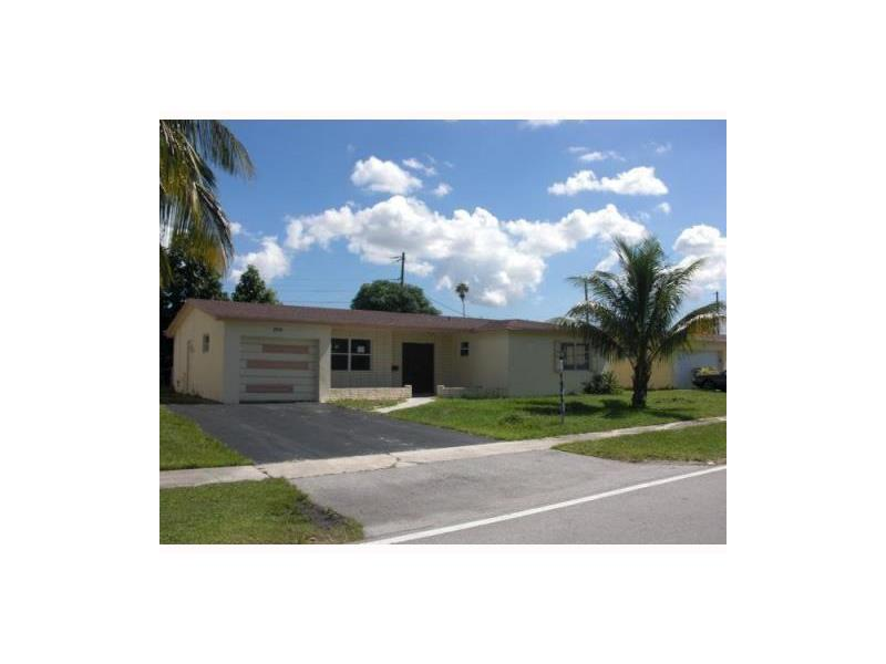 Single-Family Home - Lauderdale Lakes, FL (photo 1)