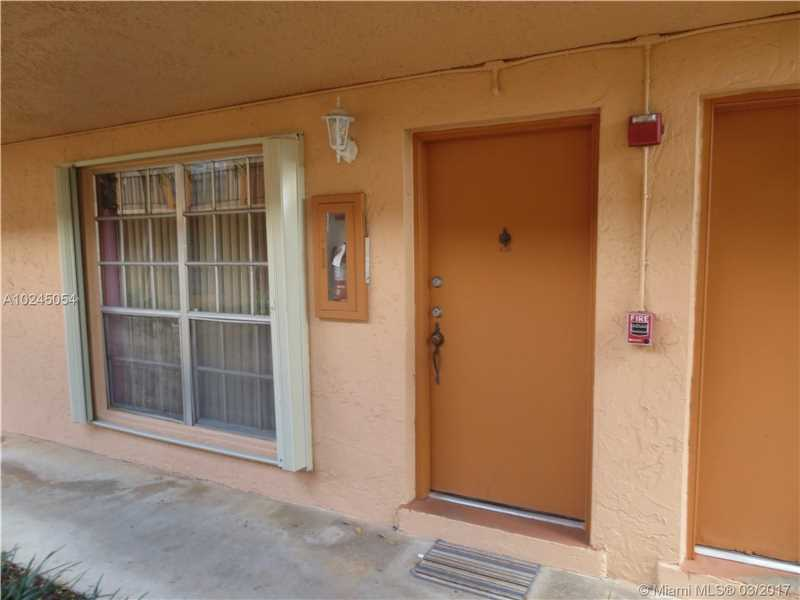 Condo/Townhouse - Miami Lakes, FL (photo 2)