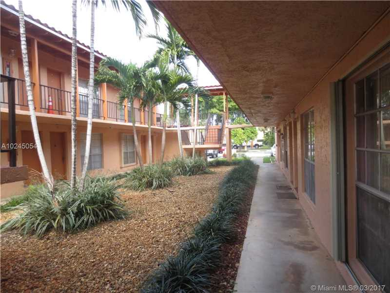 Condo/Townhouse - Miami Lakes, FL (photo 3)