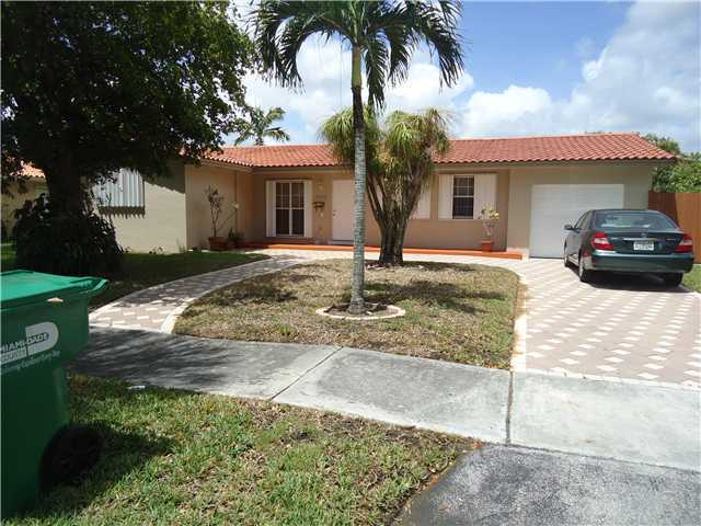 14430 Sabal Dr, Miami Lakes, FL 33014