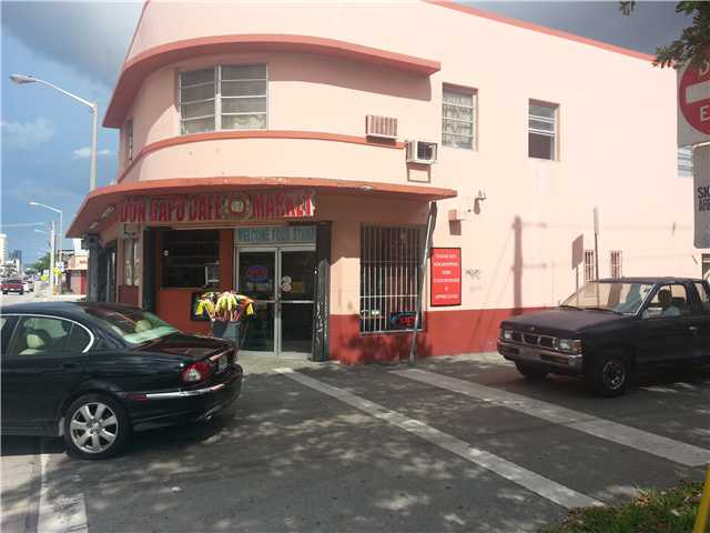 2560 NW 7th St, Miami, FL 33125