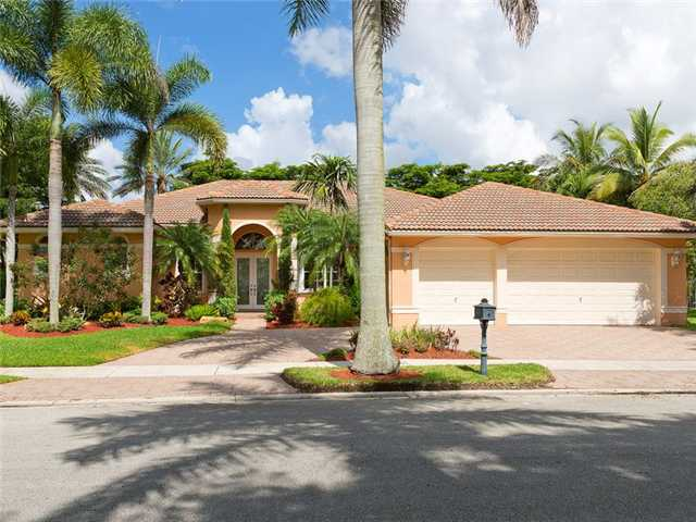 2501 Montclaire Cir, Weston, FL 33327