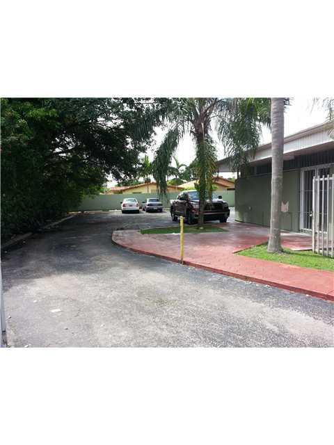 8820 Coral Way, Miami, FL 33165