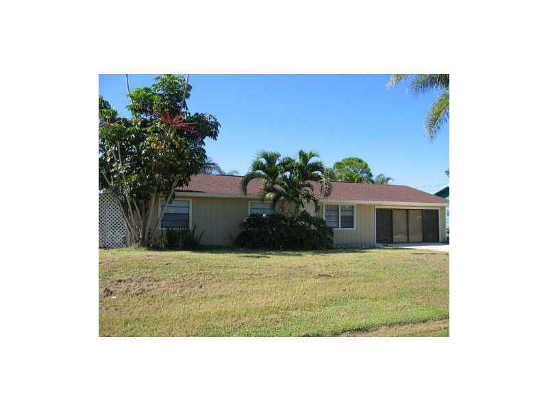 713 SE Autumn Ter, Port St Lucie, FL 34983