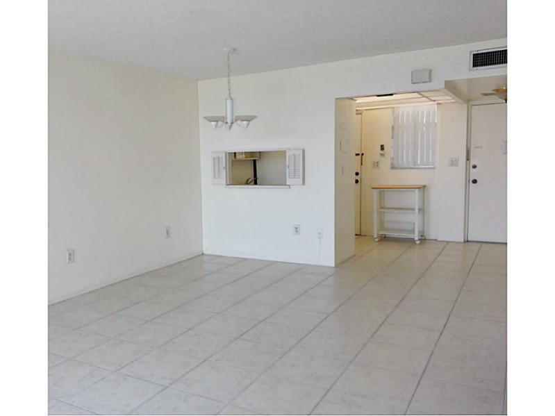 Rental Homes for Rent, ListingId:27392341, location: 2920 POINT EAST DR # N-107 Aventura 33160