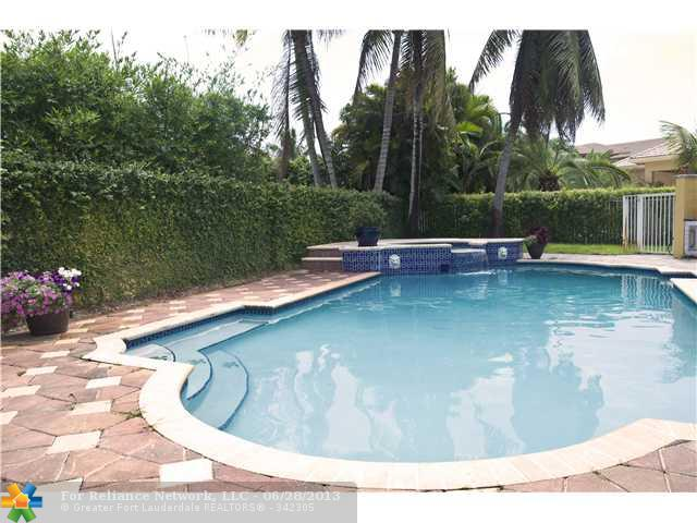 3661 Estate Oak Cir, Fort Lauderdale, FL 33312