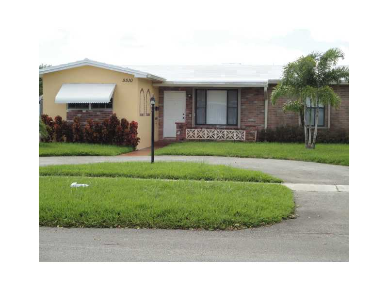 5510 Hayes St, Hollywood, FL 33021