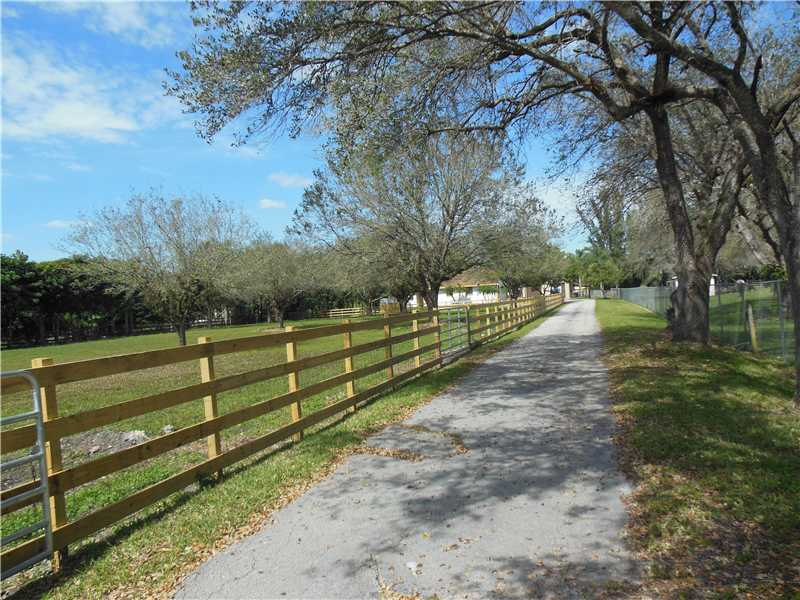 Rental Homes for Rent, ListingId:33178284, location: 13871 MUSTANG TR Southwest Ranches 33330