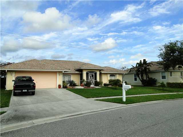 7054 Lake Island Dr, Lake Worth, FL 33467
