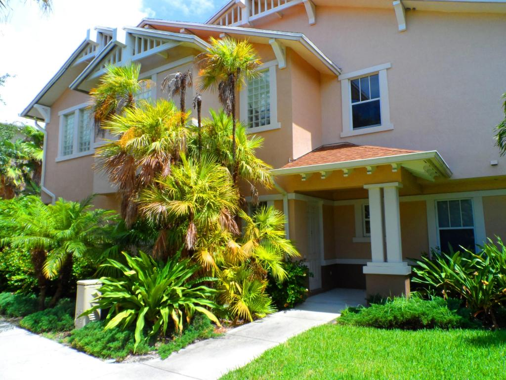 One of West Palm Beach 2 Bedroom Pool Homes for Sale