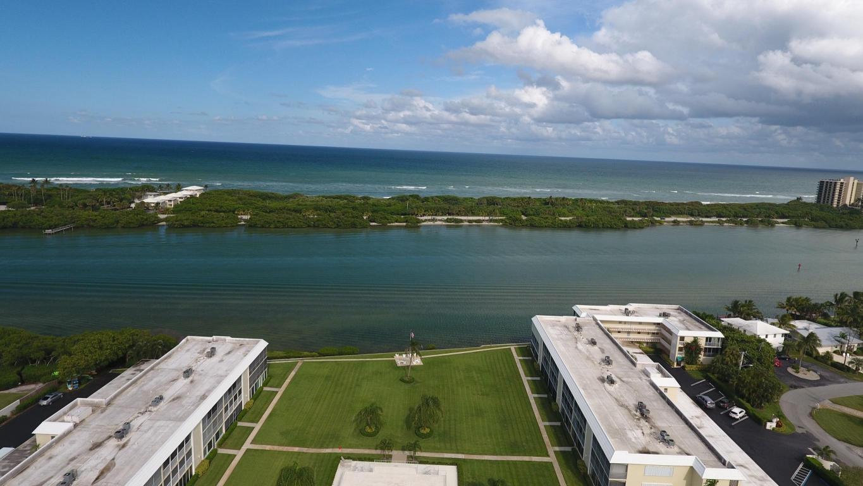 Condo/Townhouse - Tequesta, FL (photo 1)