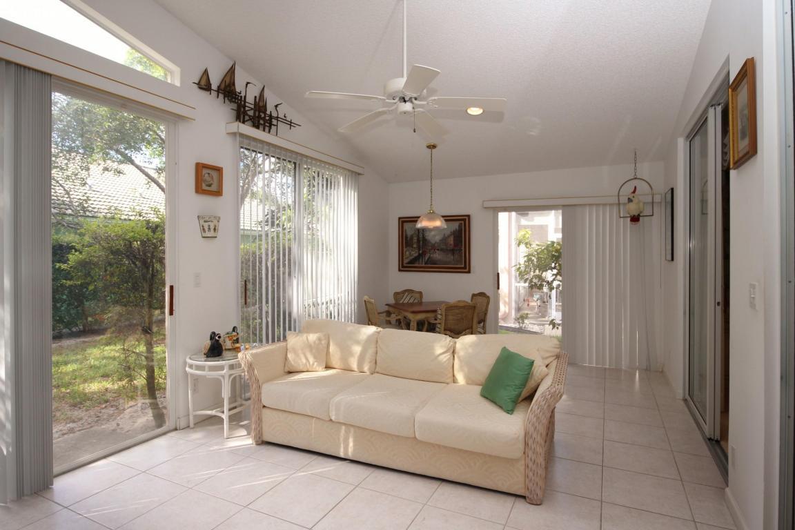 Single-Family Home - West Palm Beach, FL (photo 4)