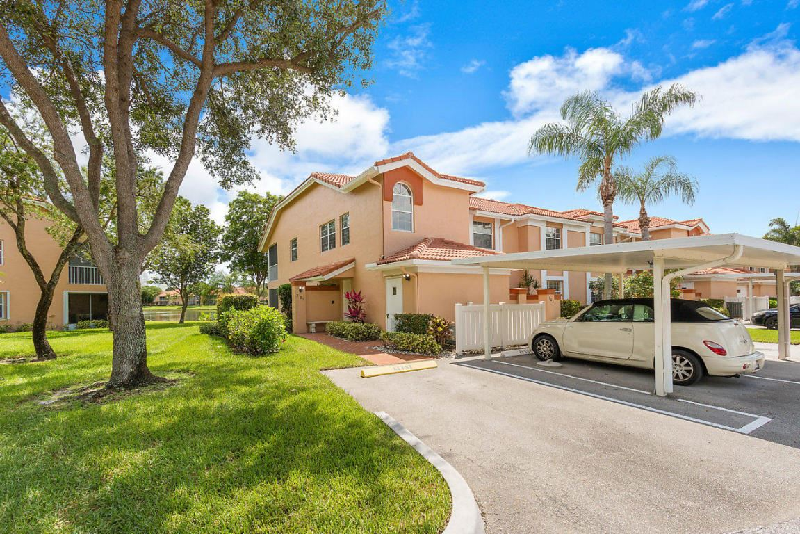 9721 Shadybrook Drive Unit 201 Boynton Beach, FL 33437