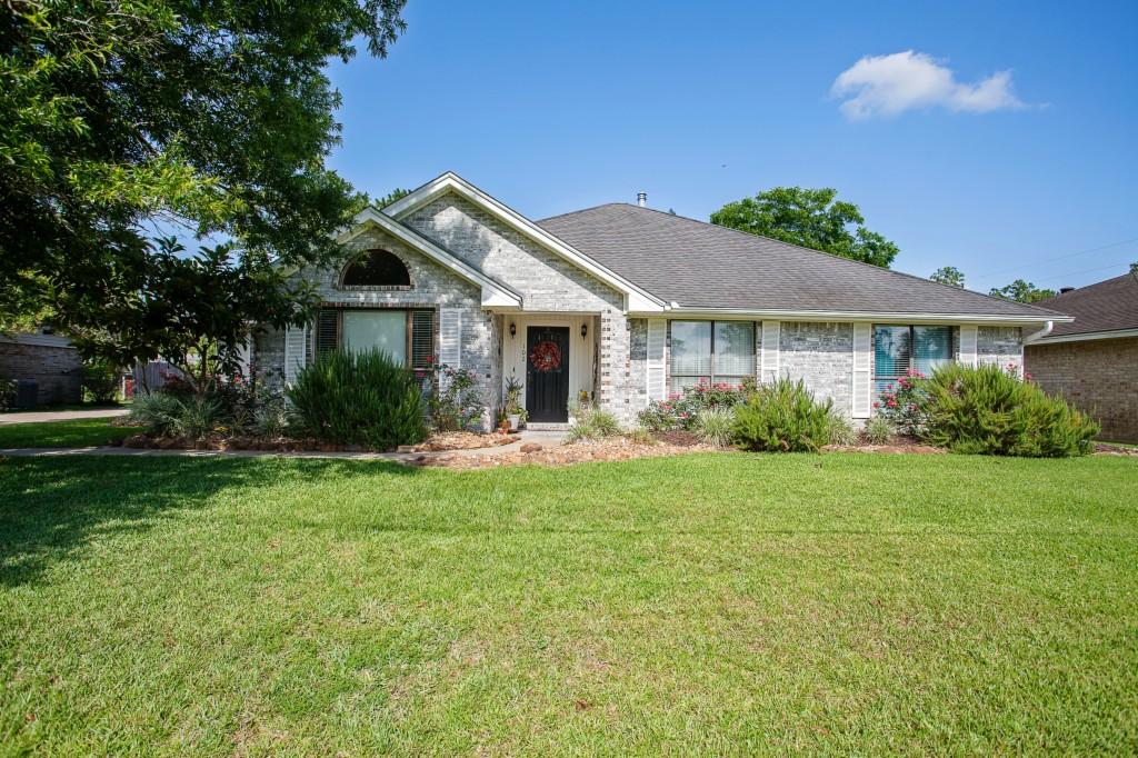 Photo of 102 Willow Way  Lumberton  TX