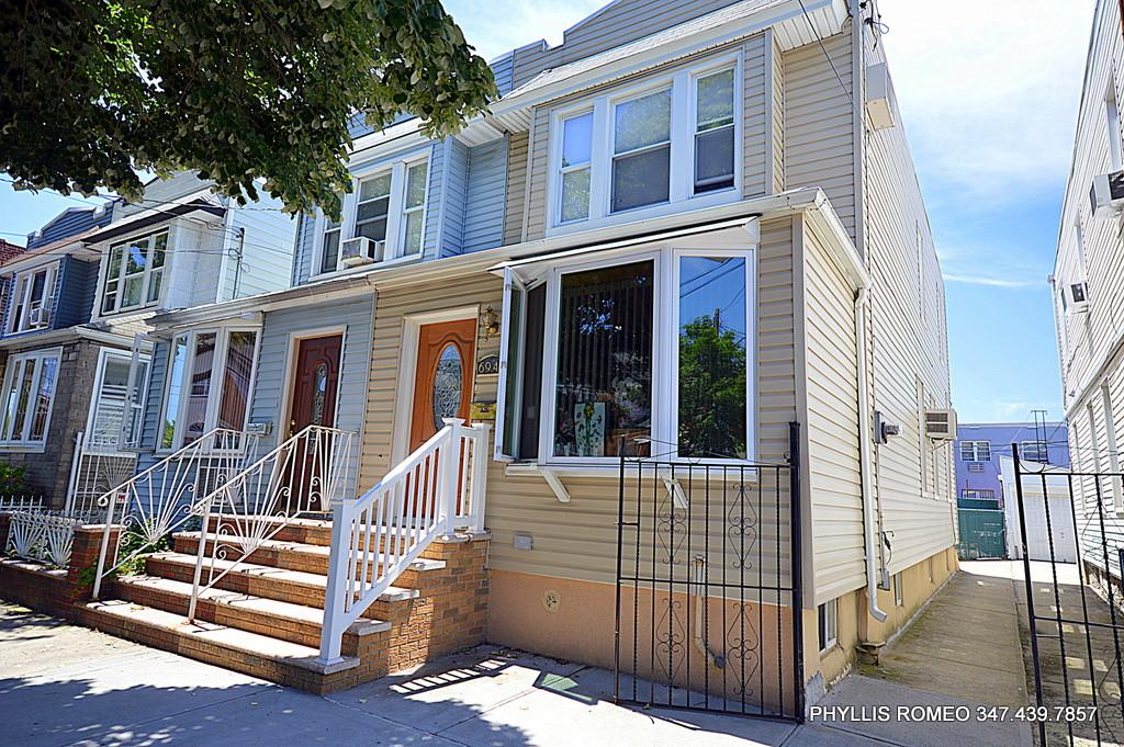 Photo of 69-48 78th Street  Middle Village  NY