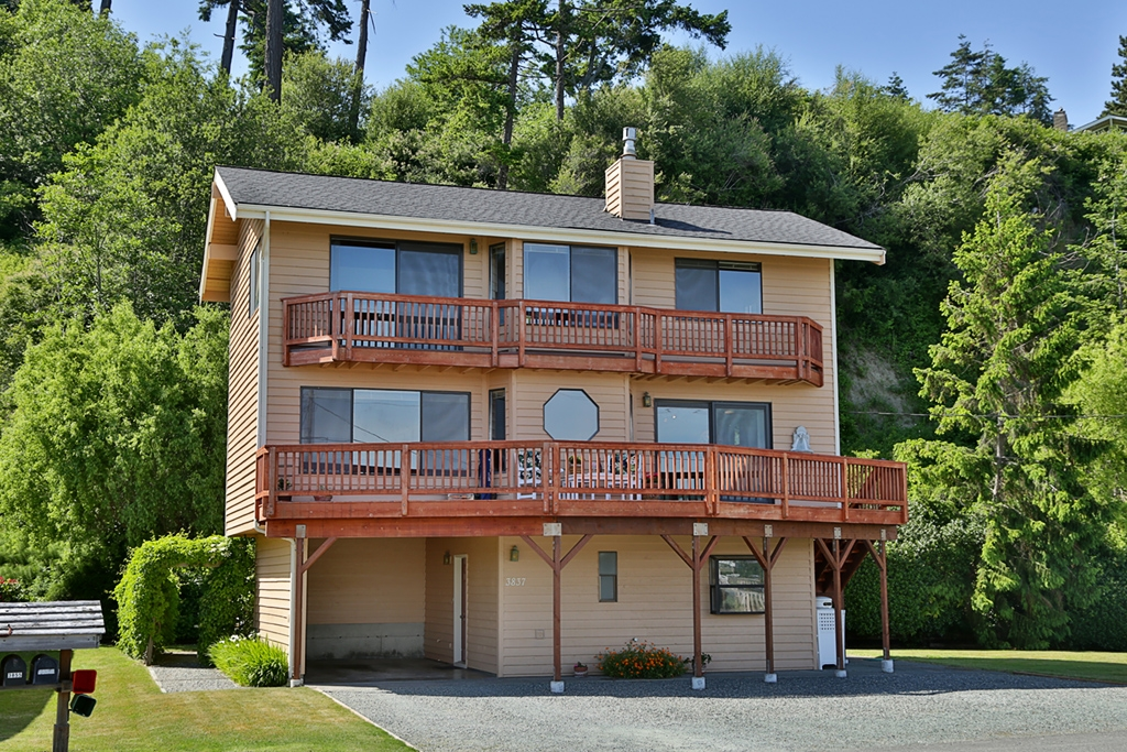 Photo of 3837 Driftwood Dr  Clinton  WA