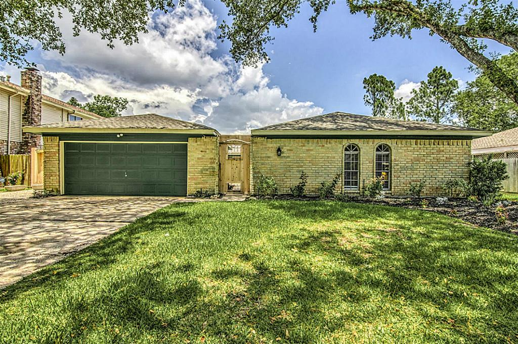 Photo of 237 Palm Aire Drive  Friendswood  TX