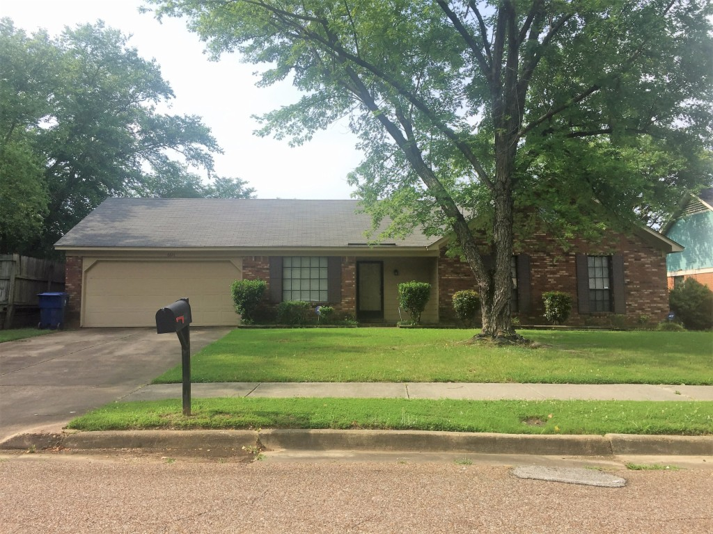 Photo of 6621 LAKE VALLEY DR  MEMPHIS  TN