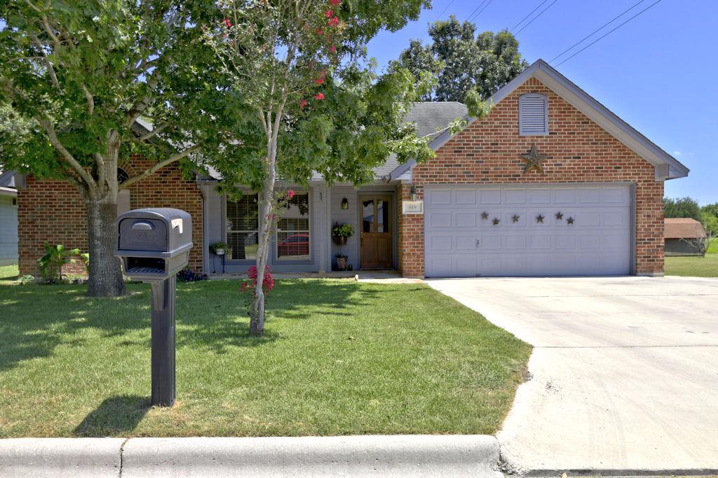 Photo of 819 Hueco Drive  New Braunfels  TX