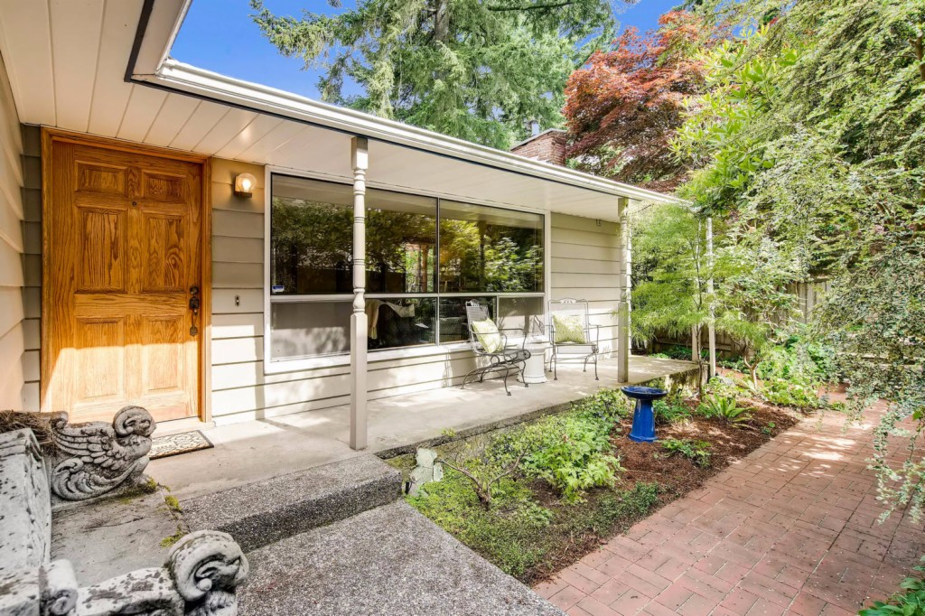 Photo of 811 NE 120th St  Seattle  WA