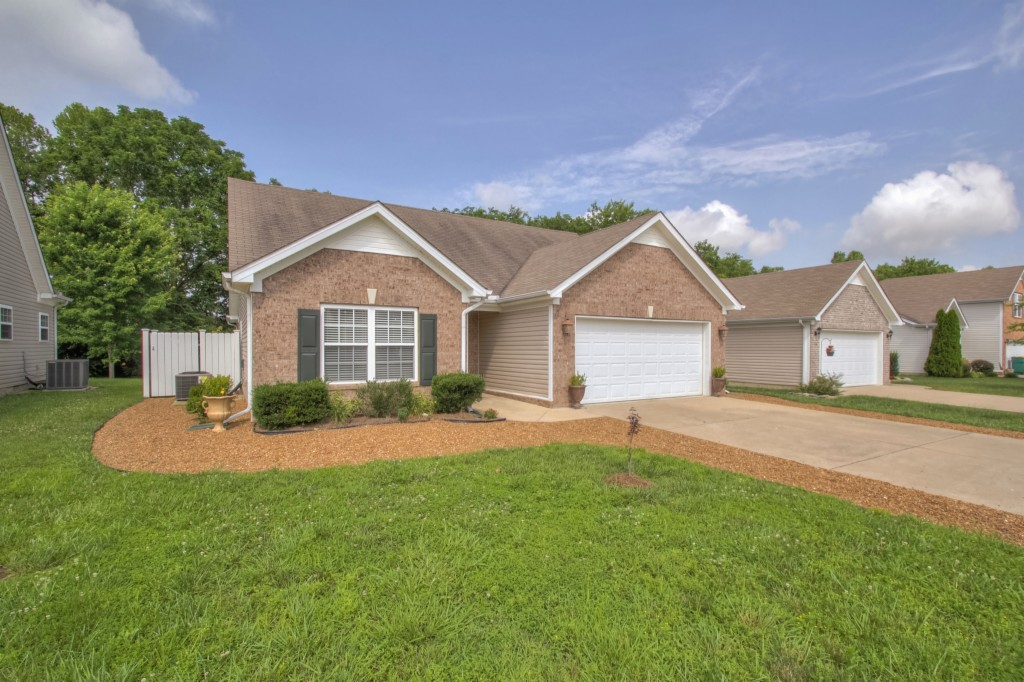 Photo of 4013 Deer Run  Springhill  TN