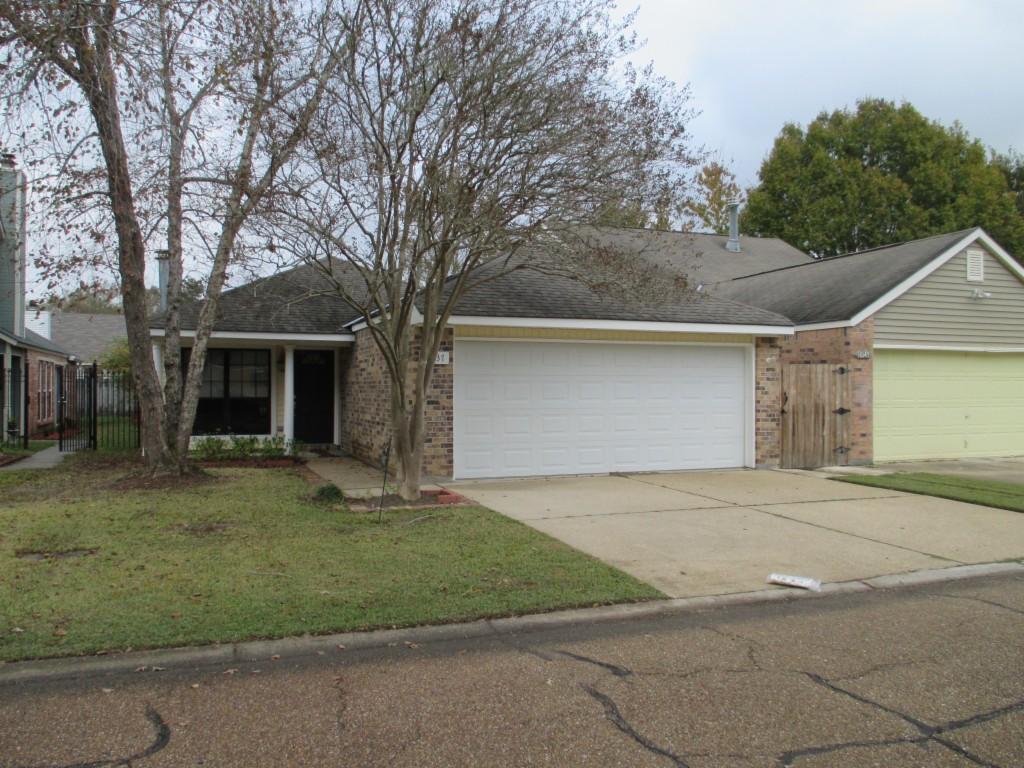 Photo of 16137 Crepemyrtle Dr  Baton Rouge  LA
